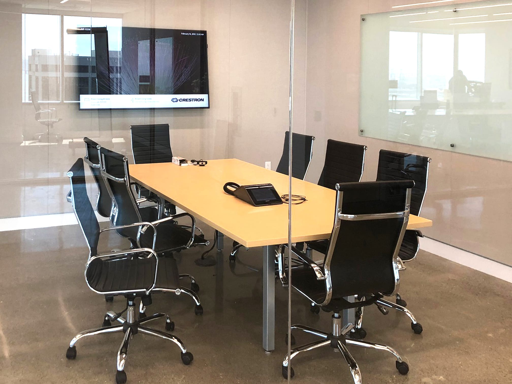 Huddle space AV solutions